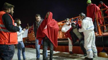 Italien nægter at åbne deres havne for nødstedte flygtninge og migranter, og det har sat pres på Spanien, der siden begyndelsen af 2019 har modtaget 1.300 migranter, blandt andet via havnen i Malaga.