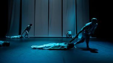 Stilheden og sorgen er dybt medrivende i Tim Rushtons nye værk 'Chopin danser' for Dansk Danseteater.