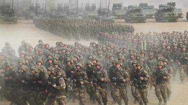Kina opfører sig stadig mere aggressivt i territorialkonflikter. Det er bl.a. det, der har fået flere til at tale om en ny kold krig under opsejling. Her soldater fra den kinesiske hær på øvelse i januar i år.