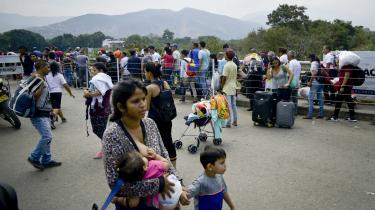 Cúcuta er en typisk colombiansk grænseby præget af narkokriminalitet og smuglervirksomhed. Nu har en situation om humanitær nødhælp sat grænsebyen på landkortet.