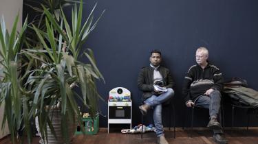 Mohammed Anowar til samtale på Udrejsecenter Nordsjælland i Birkerød med sin ledsager, Kevin Osberg. Mødet vender op og ned på Anowars liv.