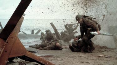 Da stuntmand Stig Günther så Saving Private Ryan udvandrede han fra biografen. I filmen ser man amerikanske soldater under Anden Verdenskrig, der drukner, mens andre bliver skudt, så snart de stikker hovederne op af vandet. »Når der er så meget ondskab ude i verden, hvorfor gør vi så det her for underholdningens skyld,« spørger Günther.