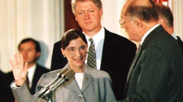 Ruth Bader Ginsburg som højesteretsdommer 10. august 1993. Hun er den 107. højesteretsdommer i USA's historie, men kun den anden kvindelige af slagsen.
