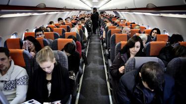 Flyrejser er langtfra foralle: Færre end én ud af fem verdensborgere har nogensinde siddet i en flyvemaskine.De flyvendetilhører således et privilegeret globalt mindretal – som dermed også er det mindretal, der bærer ansvar for flyvningens forstyrrelse af det globale klima.