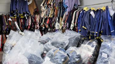 Amsterdam tager imod tonsvis af dansk genbrugstøj, som sorteres og sælges videre. Mængden af genbrugsegnet tøj er i dag beskedne fem procent af alt indsamlet tøj, og det sælges til Østeuropa. Resten sorteres fra i mange fraktioner, og det bedste fra de fraktioner sælges til Pakistan og Indien.