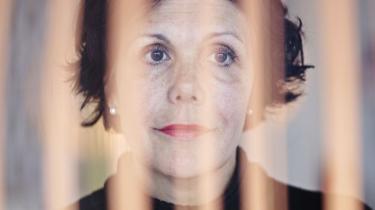 Christina Hesselholdt viser igen, at hun er en af Danmarks bedste prosaister. Men der noget principielt ufølsomt ved hendes måde at lege med virkelige menneskers liv på