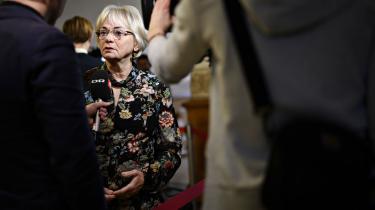 Pia Kjærsgaard vil styrke Folketingets muligheder med nyt udspil, men der er nogle væsentlige begrænsninger. Blandt andet foreslår Kjærsgaard, at eksterne undersøgere ikke må sættes til at vurdere retligt ansvar for ministre, og at folketingsudvalg ikke må sættes til at vurdere retligt ansvar for embedsmænd.