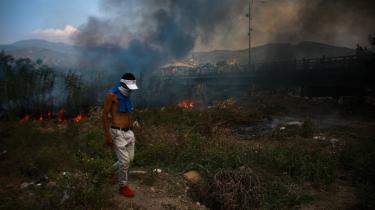 Forsøget på at få nødhjælp ind i Venezuela endte i kampe mellem demonstranter og det venezuelanske militær.