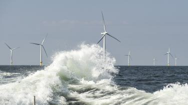 Staten tjener 914 mio. kroner på klimakvoter. I det lys er det helt oplagt at bruge provenuet på at støtte omstilling af den CO2-tunge del af økonomien, mener Claus Ekman, direktør i miljøorganisationen Det Økologiske Råd.'914 mio. svarer eksempelvis til den årlige støtte for et par havvindmølleparker,'siger han.