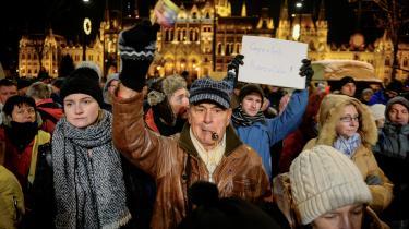 Situationen i Ungarn er blevet så ustabil for Orbáns modstandere, at Soros' hovedkvarter nu er flyttet til Berlin.
