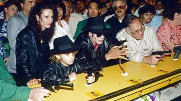 Her ses Wade Robson som 7-årig sammen med Michael Jackson. Det er blandt andet hans historie, der tages udgangspunkt i i dokumentaren 'Leaving Neverland'