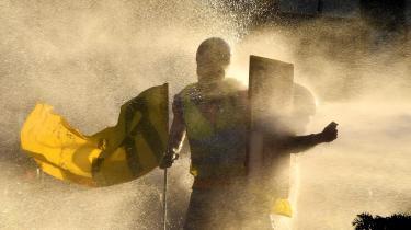 På 15. uge tager demonstranter tilbagevendende magten i de franske gader. Tilslutningen i befolkningen er svingende, men volden tager de fleste afstand fra.