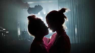En forestilling om kærlighed fletter på sindrig vis fiktion, fantasi og virkelighed sammen.