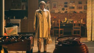 Britt-Marie (Pernilla August) skal vænne sig til et nytliv uden mand og hjem i Tuva Novotnys charmerende 'Britt-Marie var her'.