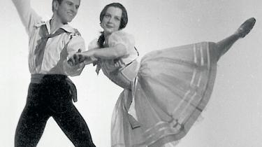 Flemming Flindt er kendt for sine heftige nøgenballetter, ikke mindst balletten Dødens triumf. Men her ses han i Bournonvilles ballet Blomsterfesten i Genzanosammen med den franske danser Josette Amiel.