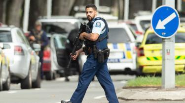 Terrorangrebet på to moskeer i den newzealandske by, Christchurch, fredag over middag lokal tid, fordømmes rutinemæssigt som hadforbrydelse. En identificeret drabsmand – i skrivende stund er det uklart, om der er tale om mere end én – er anholdt og beskrives som »hvid, blond og i 20'erne«, skriver Lasse Ellegaard.