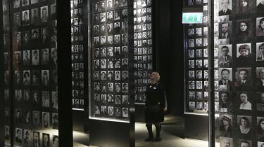 Med sit fokus på civiles lidelser fremfor helteberetninger om polsk ufejlbarlighed påkaldte Anden Verdenskrigs-museet i Gdansk sig regeringspartiets vrede allerede inden åbningen. Siden har regeringen forsøgt at kvæle institutionen administrativt.