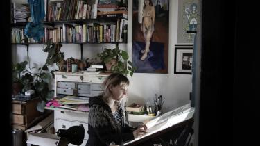 Mikkeline W. Gudmand-Høyer mener, at der kan ske spændende ting, når kunsten sættes ind i en helbredelsesramme. Hun underviser selv i kunst på et plejecenter.