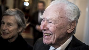 Den nu næsten 90-årige tidligere statsminister træder lyslevende frem i ny portrætbog. Den viser hans vittige veltalenhed, men også den fortrædelige harme, som gemmer sig bag det joviale ydre