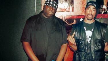 Sammen med teenagesønnen vil Rune Lykkeberg ind og se stjerneinstruktør Nick Broomfields klassiker Biggie & Tupac fra 2003 om den drabelige beef mellem to legendariske 90'er-rappere.