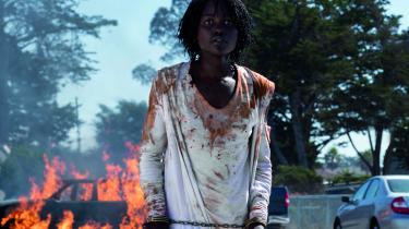 Adelaide (Lupita Nyong'o) må slås for alt, hvad hun har kært i Jordan Peeles fremragende gyserfilm, 'Us'.