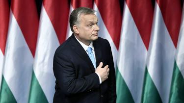 EPP har kun suspenderet Victor Orbán og regeringspartiet Fidesz. Det er ellers på allerhøjeste tid at sige helt farvel og begynde at bekæmpe den populistiske højrefløj med indhold frem for taktik