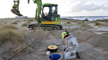 Når ansvaret for indsatsen mod jordforurening flyttes fra regionerne til staten, kan man ifølge eksperter og politikerefrygte for, at dette kan ende med at bliveen trussel for drikkevandet.