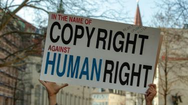 Mere end 50.000 mennesker mødte op til Save Your Internetdemonstration i München d. 23. marts. Budskabet var klart: De var imod artiklerne11, 12 og 13 i det nye direktiv.