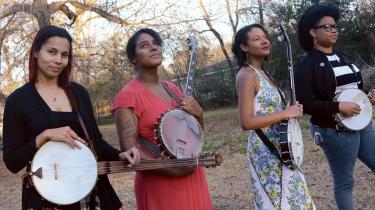 Our Native Daughters består af Rhiannon Giddens, Allison Russell, Leyla McCala og Amythyst Kiah