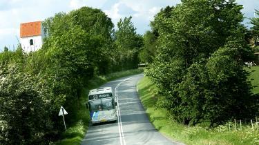 Transportministeriet vil ikke garantere, at busruter i tyndt befolkede yderdistrikter vil fortsætte, hvis regionsrådene bliver nedlagt, men siger blot, at det er op til de kommunale trafikselskaber, om ruterne skal lukkes eller ej