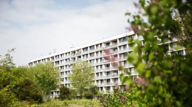 Det er ulovligt, at Aarhus Kommune siden 1996 har tildelt almene boliger efter statsborgerskab. Det mener ni borgere, som nu har klaget over kommunens praksis til Ombudsmanden. Kommunen ønsker ikke at udtale sig