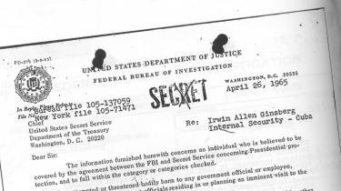 Allen Ginsberg var en af de forfattere, FBI holdt et meget vågent øje med. Her en del af at af de mange dokumenter, der er gengivet i bogen.