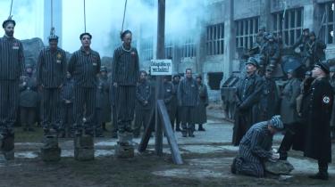 Forargelsesindustrielt betragtet gør det tyske band Rammstein alt rigtigt i deres ny musikvideo »Deutschland«. Men trods holocaustreferencer er det altså ikke fascistisk. Det er bare et ironisk, spekulativt og temmelig plat billedorgie med metervaremusik til. Information er hoppet med ned i klikfælden