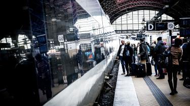 SF ønsker at gøre det hurtigere at nå fra én europæisk storby til en anden. For eksempel vil partiet mindske rejsetiden mellem København og Bruxelles fra 11 til 7,5 timer og fra fem til tre timer mellem København og Stockholm.