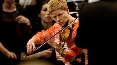 Den tyske violinist, Isabelle Faust, giver os mulighed for at opleve denne frodige praksis på en strålende ny udgivelse, der er lavet sammen med barokorkestret Akademie für Alte Musik Berlin.