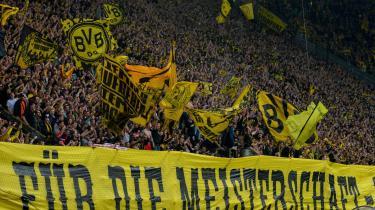 »For mesterskabet«, står der på banneret, der prydede Borussia Dortmunds langside under søndagens kamp mod Wolfsburg, som Dortmund vandt med 2-0. Selvsikkerheden i fanskaren er i top før aftenens kamp mod Bayern München.