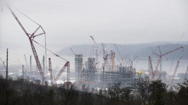 I december satte Royal Dutch Shell konkrete langsigtede og kortsigtede mål for CO2-reduktioner i selskabets produkter og koblede opnåelsen af målene til aflønningen af firmaets ledelse. Her er det et af olieselskabets kemiske anlæg ved Ohio-floden i USA.
