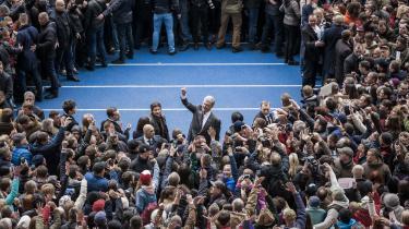 Ukraines siddende præsident Porosjenko taler til vælgere under en debat på Kijevs Olympiske Stadion. Præsidenten er oppe imod skuespilleren Zelenskij i anden valgrunde ved det ukrainske præsidentvalg og lige nu er udfordreren favorit til at vinde valget, selv om han ikke har nogen politisk erfaring.