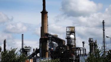 Flere pensionskasser har nu opgivet at presse oliegiganten ExxonMobil i en mere klimavenlig retning og sælger deres aktier, men de fleste danske pensionselskaber bibeholder deres investeringer og argumenterer fortsat for, at det er muligt at lægge pres på selskabet