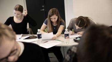Kamma Dyhr, Ida Goldschmidt, Kamille Møller Frost er sammen med 48 andre gymnasieelever samlet på Sorø Akademi til fire dage med matematikundervisning, fælles opgaveløsning og oplæg. Det er et vinderseminar for de elever, der klarede sig bedst til den såkaldte Georg Mohr-konkurrence, som er DM i matematik.