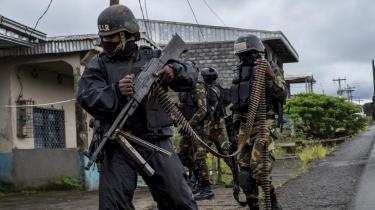 Forfatter Peder Frederik Jensen har besøgt det konfliktplagede Cameroun. Dette er det andet af to essays om hans ophold i Bonabéri, hvor mange af de mennesker, der har måttet forlade alt, forsøger at finde en tålelig tilværelse, mens de venter på fred eller på, at drømmen om et selvstændigt land, Ambazonia, skal blive til en realitet