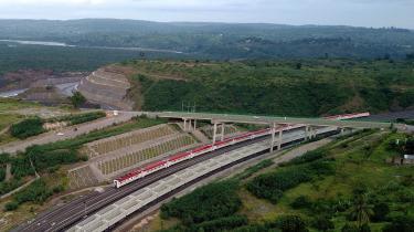 Togforbindelsen mellem hovedstaden Nairobi og havnebyen Mombasa er bygget og finansieret med kinesiske penge.