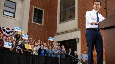 Demokraterne har opdaget en politisk 'wunderkind' blandt dette års 19 præsidentkandidater. Den 37-årige homoseksuelle borgmester fra South Bend i den republikanske delstat Indiana er blevet et tilløbsstykke på vælgermøder og fylder godt i medierne