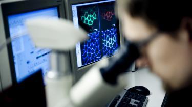 90 procent af de konkurrenceudsatte forskningsmidler går til en en elite bestående af 20 procent af forskerne, viser en analyse. Og langt de fleste af pengene går til mandlige forskere.