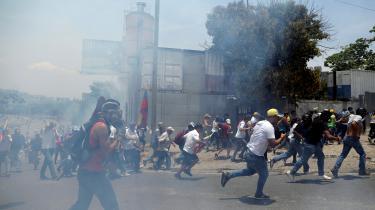 Tilhængere af oppositionsleder Juan Guaidó er på gaden i Caracas den 1. maj.