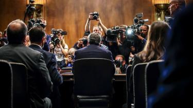 Under høringen i Senatet opfordrede justitsminister William Barr demokraterne til at stoppe med at bruge retssystemet som »et politisk våben« og i stedet fokusere på præsidentvalget i 2020.