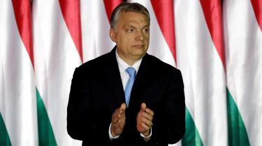 Europæere og antieuropæere skal således gå hånd i hånd, hvis de vil undgå det »planlagte selvmord«, som EPP-gruppen ifølge den ungarske præsident, Viktor Orban, er ved at begå med sit samarbejde hen over midten i Europa-Parlamentet