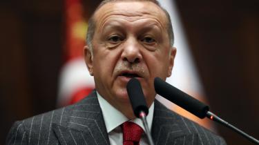 Afsættelse afborgmestre i de kurdiske provinser har fåetEuroparådets generalsekretær, Thorbjørn Jagland, til at reagere i et brev til Erdogan, hvor han kalder fjernelsen af borgmestrene for at være »imod de generelle principper for demokrati«.