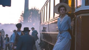 Unge Írisz Leiter (Juli Jakab) står af toget i Budapest i 1913, og intet bliver nogensinde det samme igen i László Nemes' 'Sunset'.