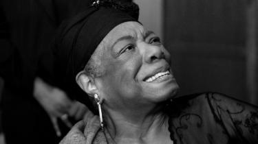 Oversættelsen af Maya Angelous'Jeg ved hvorfor fuglen synger i sit bur' er nu med 50 års forsinkelse kommet.